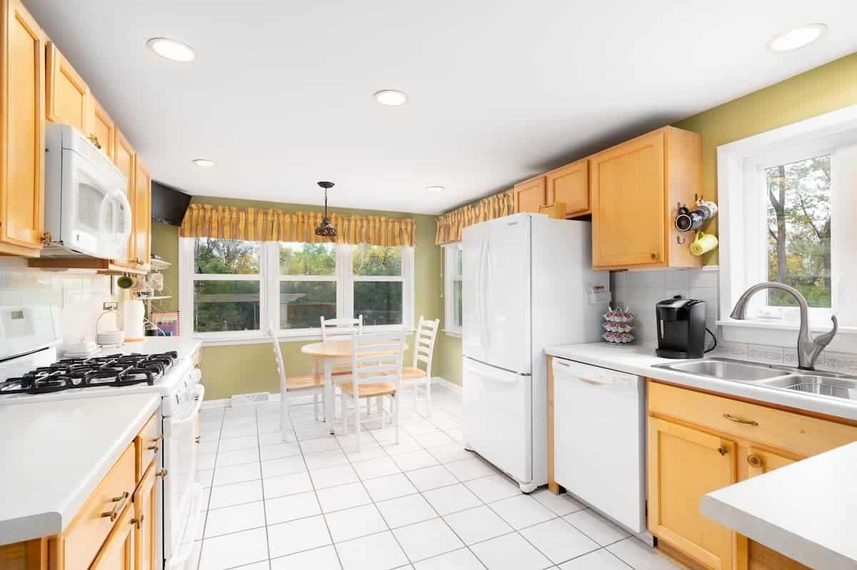 İki Renkli Mutfak Dolabı