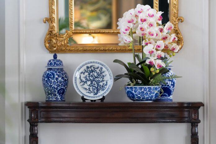 Çinili Saksıda Beyaz Orkide Çiçeği