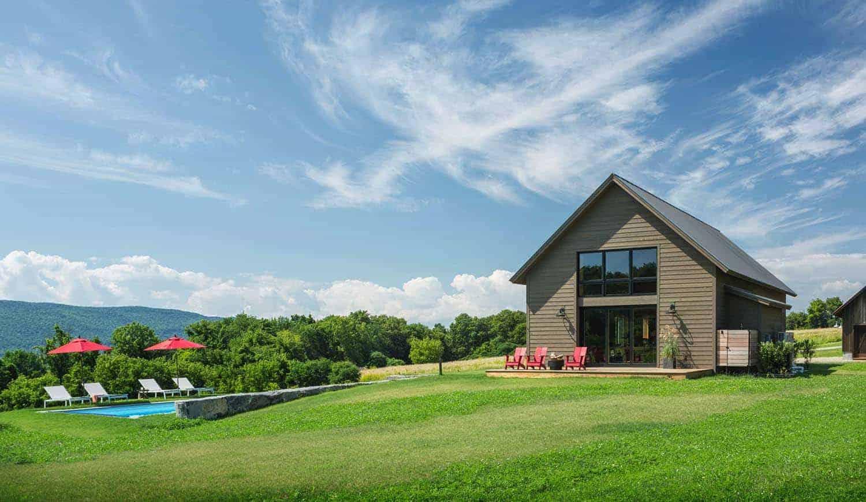 Küçük ve Samimi Modern Çiftlik Evi