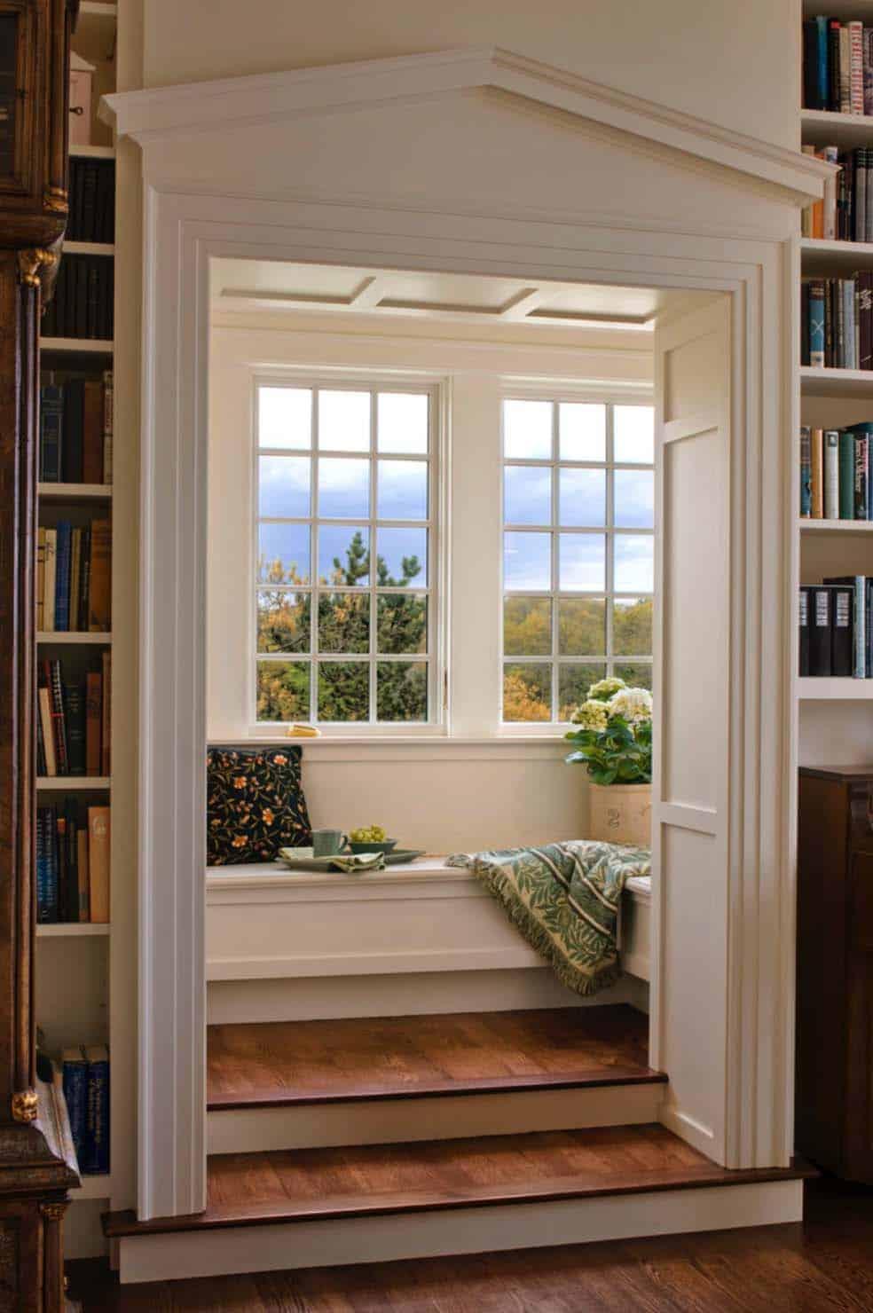 Pencere Koltuğu ile Güzelleşen Kütüphaneler