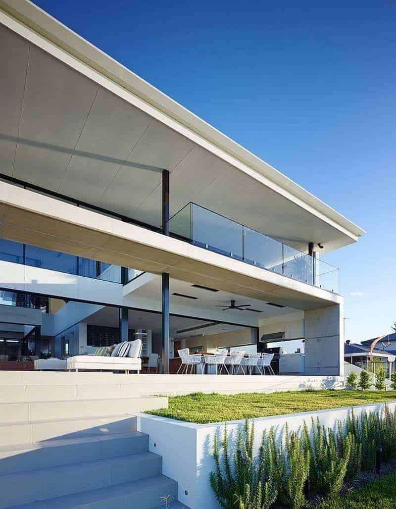 Nehir Kıyısındaki Mimarlık Harikası Ev